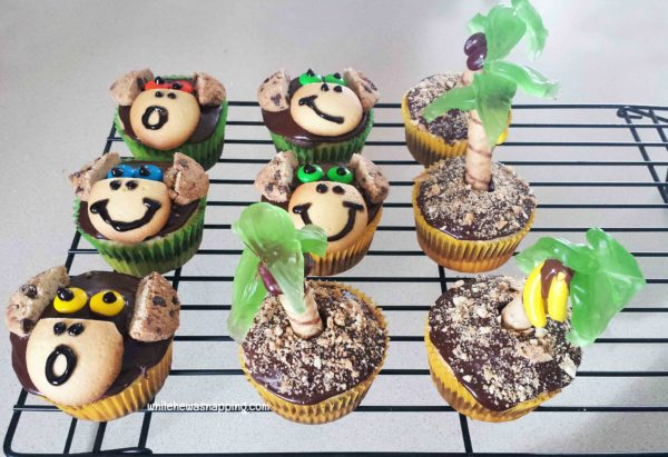 Cute and Simple Monkey Cupcakes Anyone Can Make While He Was Napping