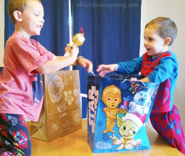 Hallmark IttyBittys Star Wars Christmas Tree Surprise