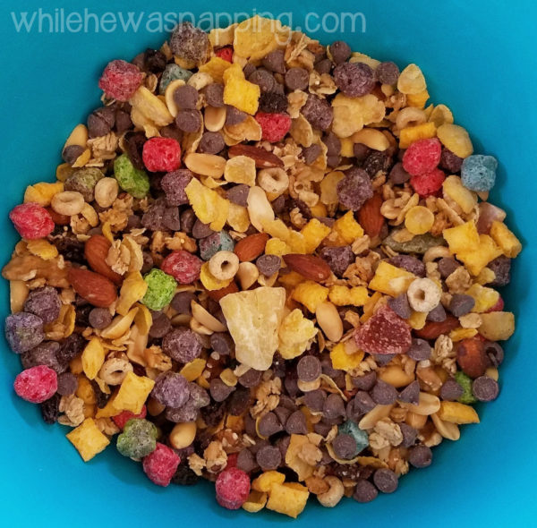Honey Bunches of Oats Crunch-O's Snack Mix CloseUp
