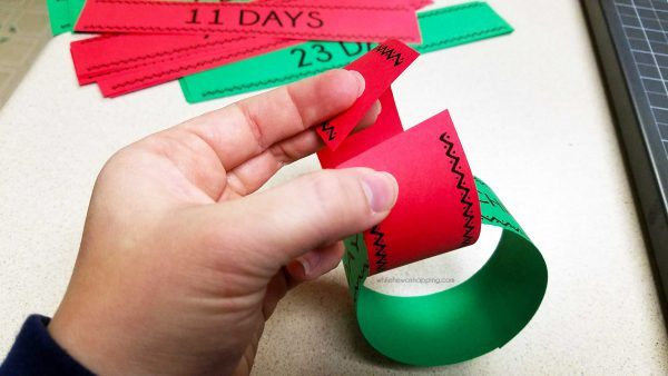 Simple Christmas Countdown Chain that will only take 20 minutes to make. A great visual of just how many more days until Christmas and you can choose to include fun activities! Best of all - it's okay if you miss a day (or five)!